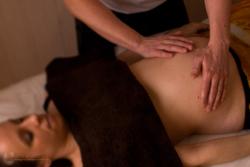 Etre_a_l-ecoute_massage_femme-enceinte