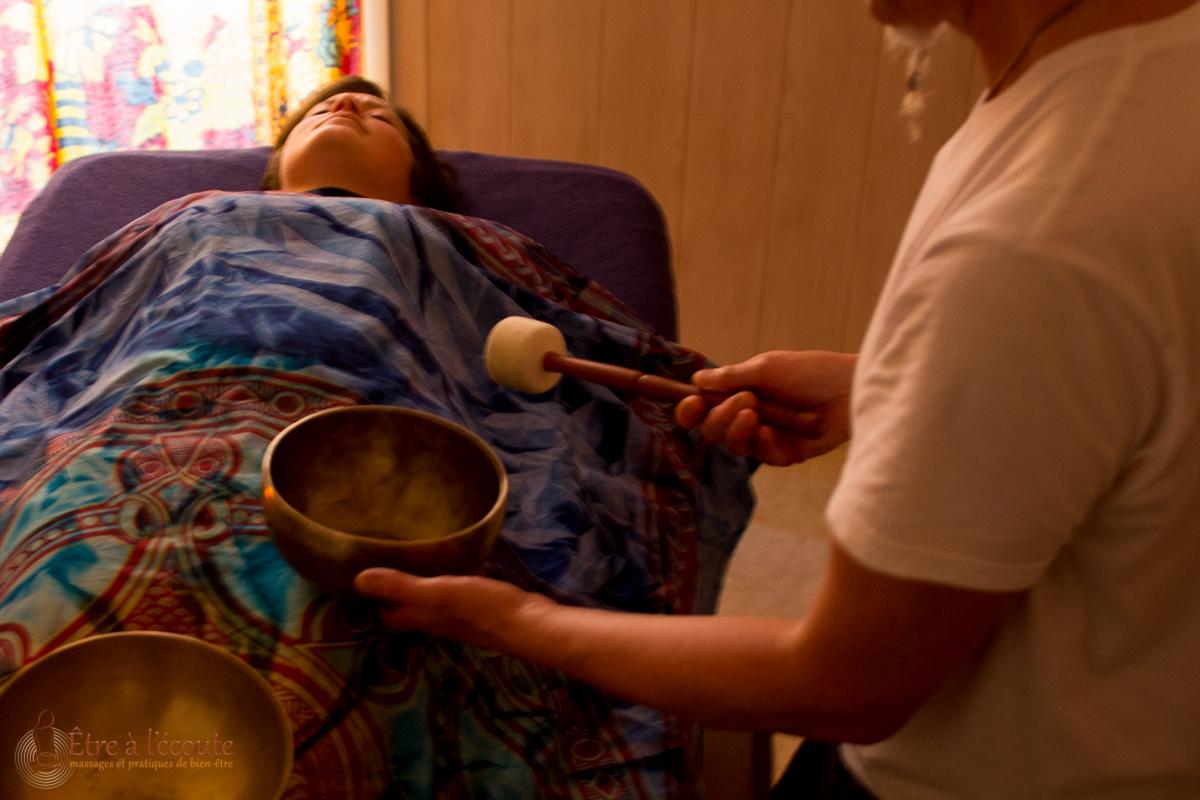 Être à l'écoute : massage sonore vibratoire avec bols chantants